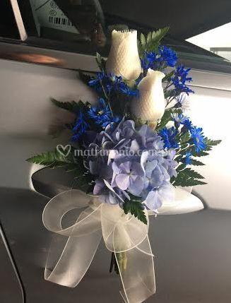 Rosas Blancas con lluvia Azul