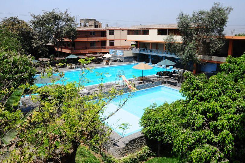 Espacio con piscina
