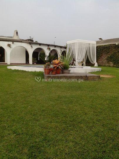 Matrimonio civil en jardín
