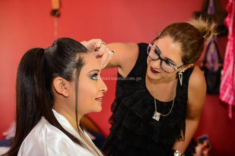 Maquillando novia en su casita