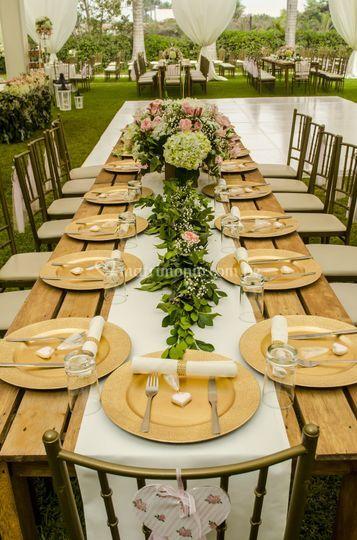 Mesa con follaje