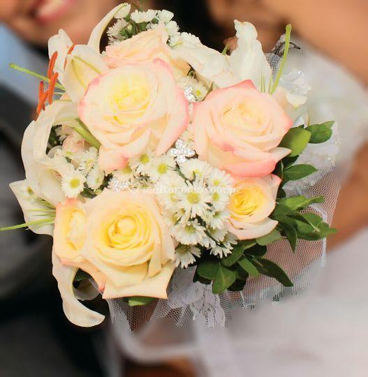 Bouquet lirios y rosas