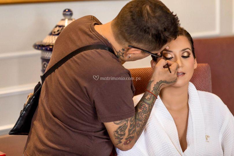 Maquillando en vivo