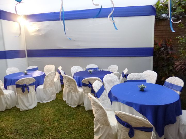 Mesas en perla y azul