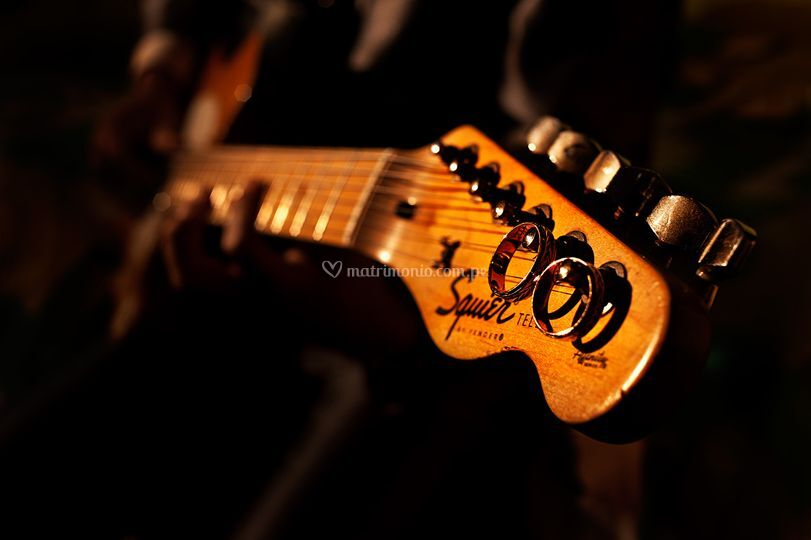 Aros en la guitarra