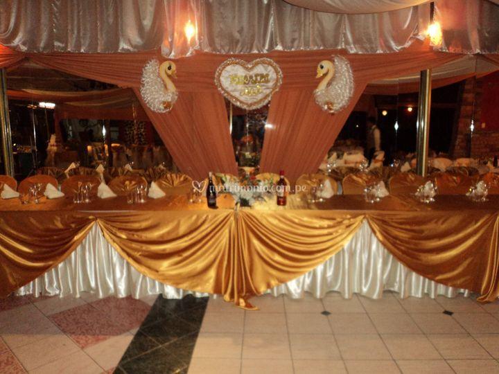 Mesa principal para los novios