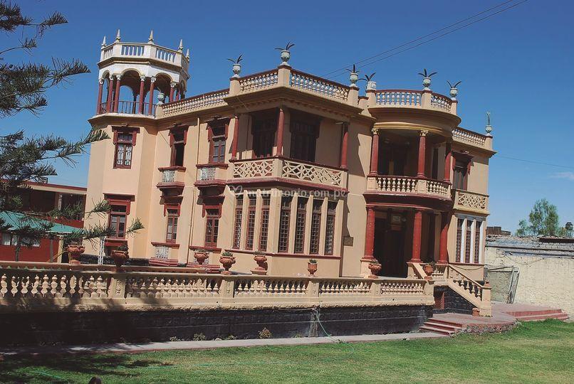 Frontis Castillo