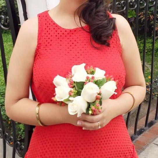 Bouquet de rosas e hipérico