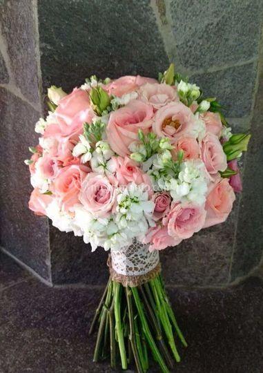 Bouquet de rosas, lisianthus