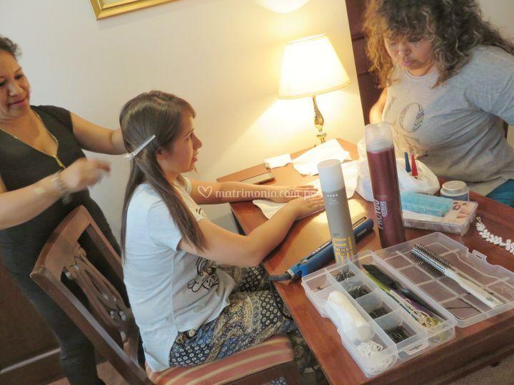 Servicio de manicure y peinado