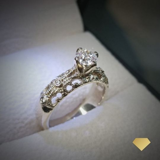 Anillo vintage con diamante