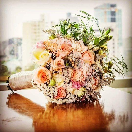 Bouquet redondo, con caída