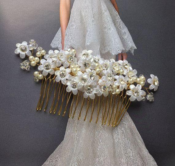 Peineta en flores y cristales