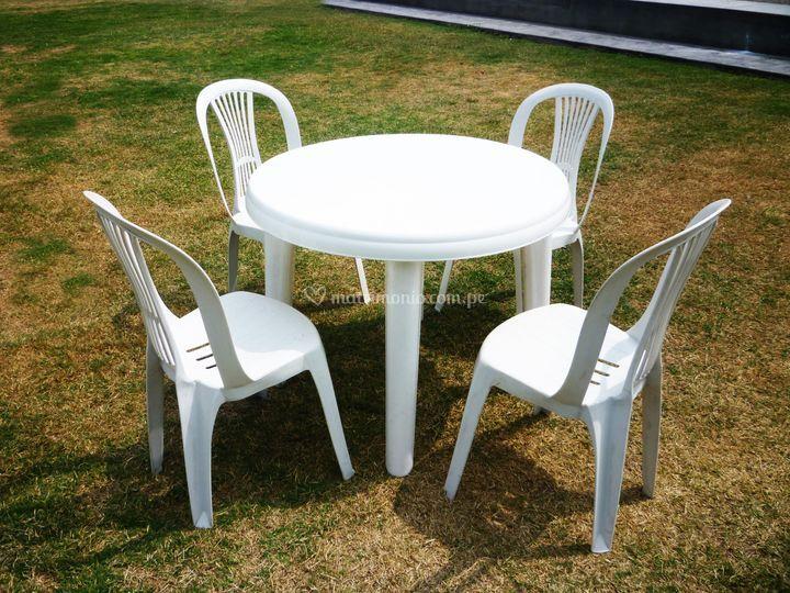 Mesa redonda para 4 personas