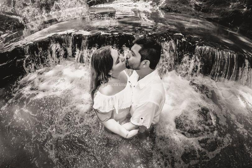 Beso en el rio