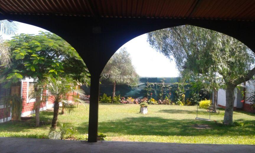 El jardín desde otro ángulo