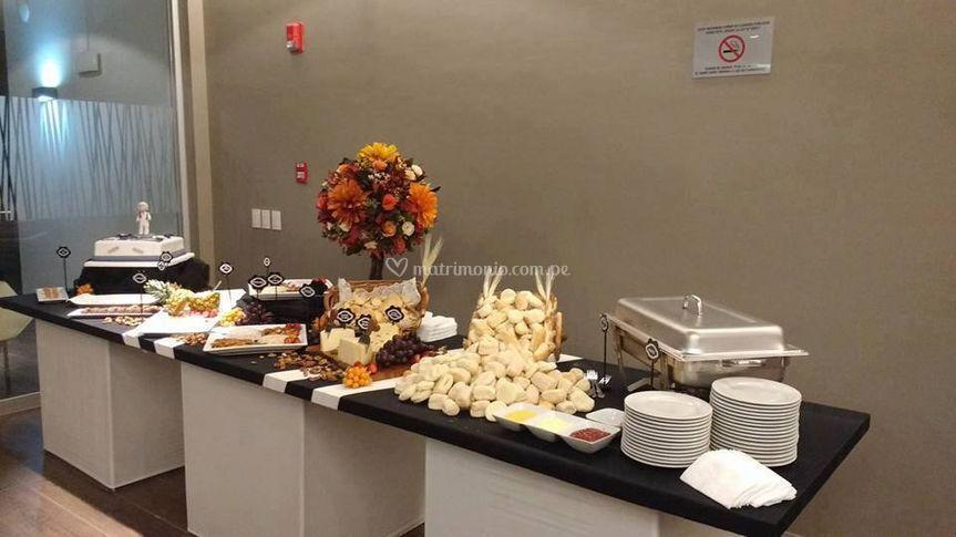 Mesa de quesos y de dulces