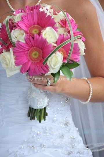 Bouquet de rosas con gerberas