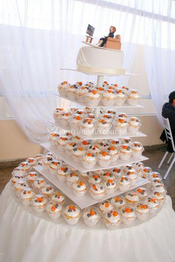 Torta a base de cupcakes.