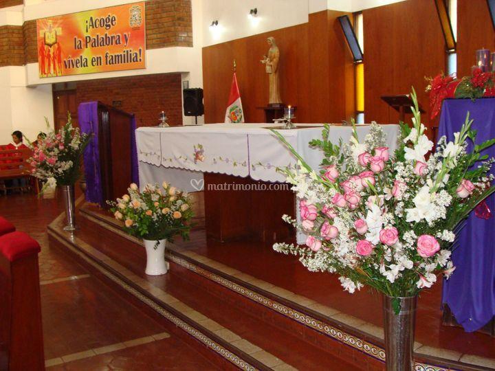 Jarrón central en iglesia