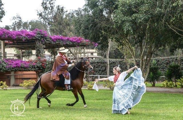 Marinera a caballo de paso