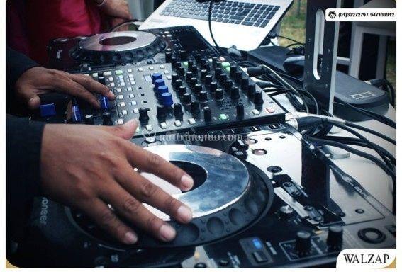 Equipo de sonido & Dj.