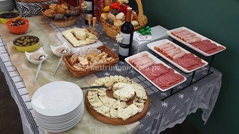 Mesa de quesos navideña