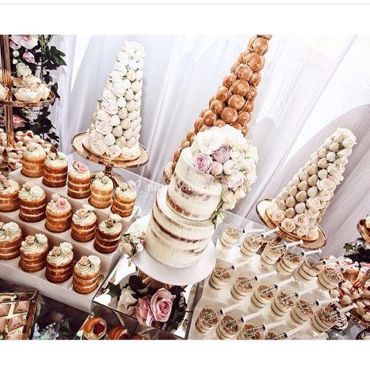 Torta  y bocaditos para boda