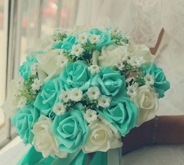 Bouquet con detalles verdes