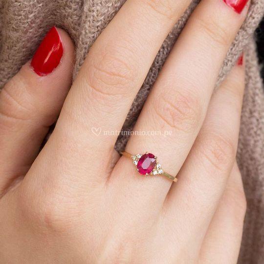 Anillo con rubí y diamantes