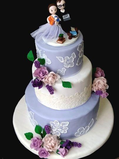 Torta con flores de azúcar