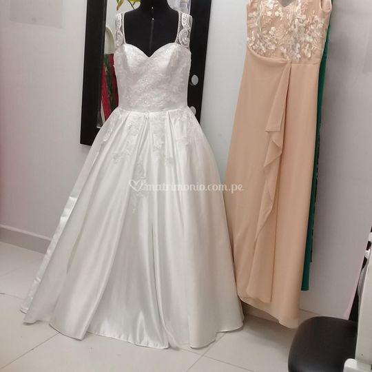 Bello vestido a medida novia