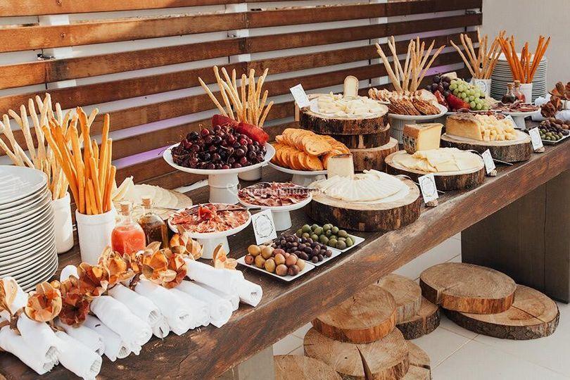 Temática rústica, mesa de quesos