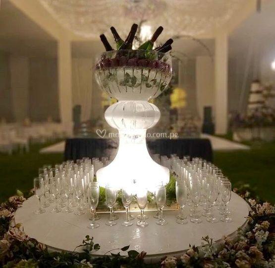 Escultura de hielo con rosas