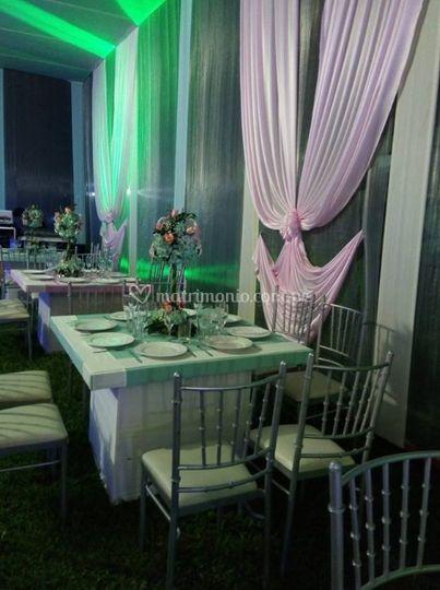Lindas mesas para invitados
