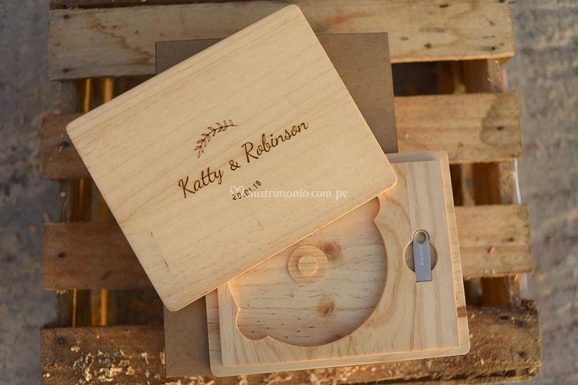 Caja de madera Bluray y USB