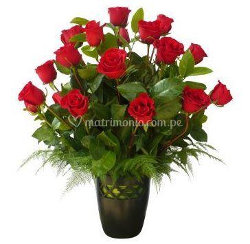 Perfecto Diseno De Rosas Rojas De Floreria Petalos Y Hojas Foto 3 - Diseos-de-rosas