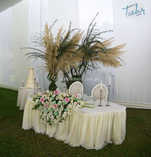 Mesa de novios decorada
