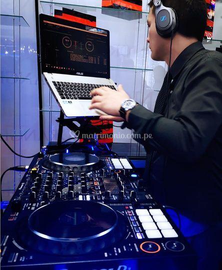 DJ perfomance