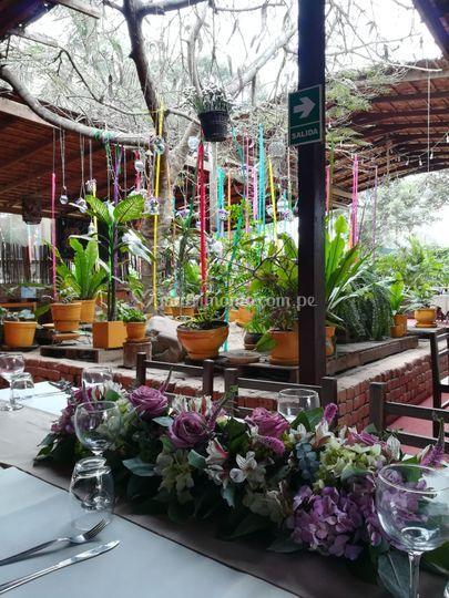 Mesa flores lila