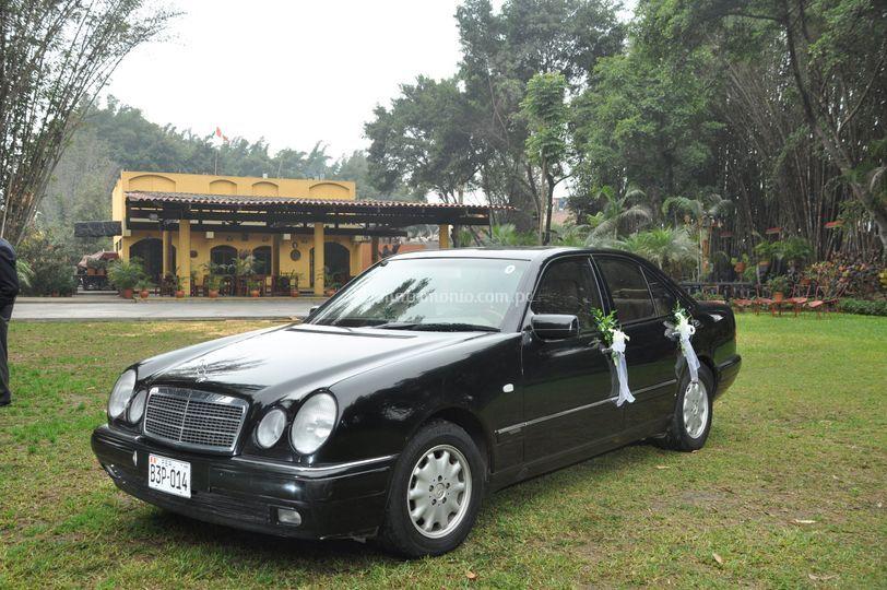 Mercedes E 240 negro