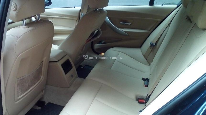 Interior posterior BMW 320 i