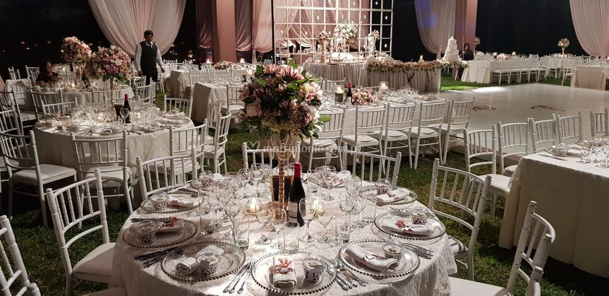 Mesas y flores