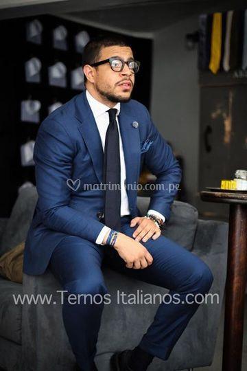 Traje azul italiano