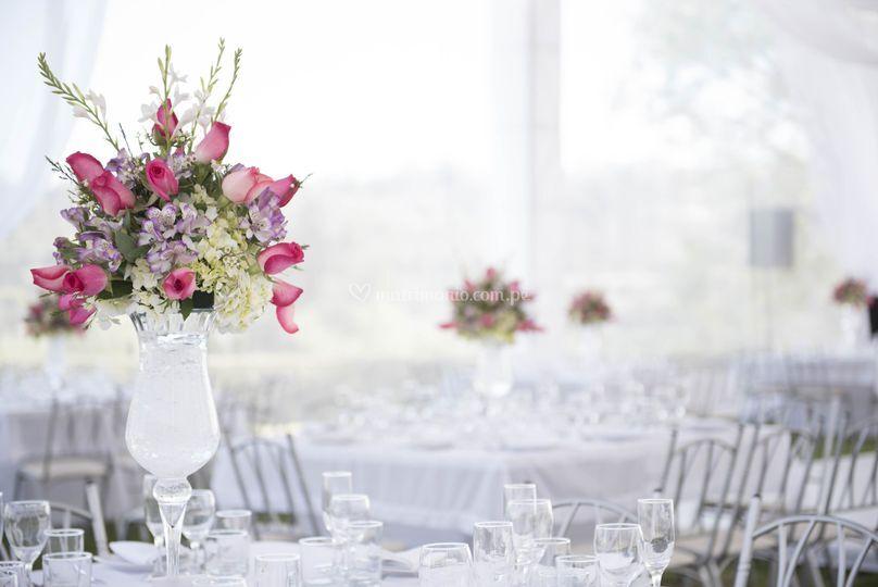 Decoración de mesas con flores