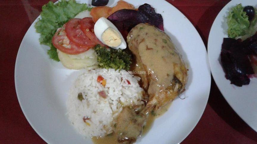 Carne en salsa con arroz