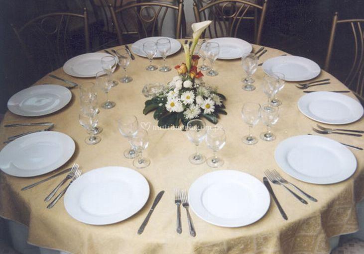 Mesa vestida tradicional