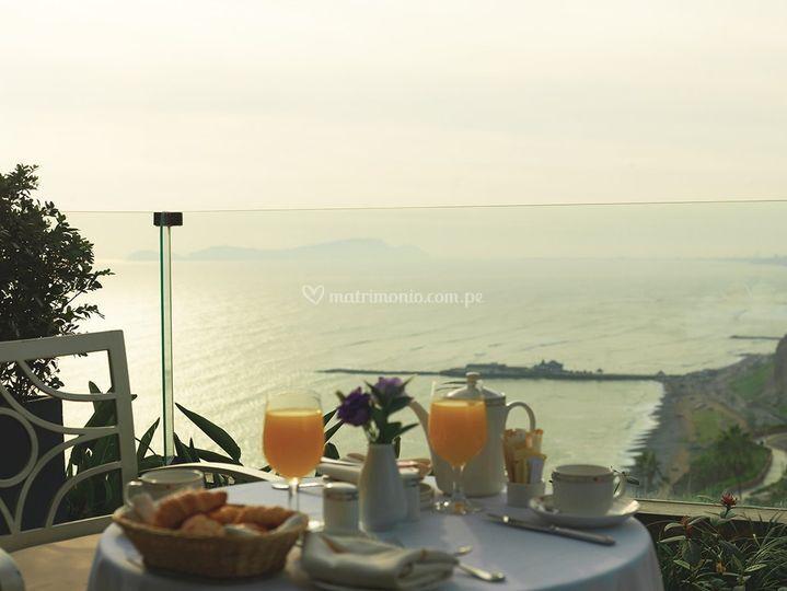 Desayuno vista al mar