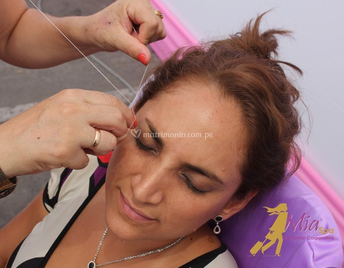 Depilación facial con hilos