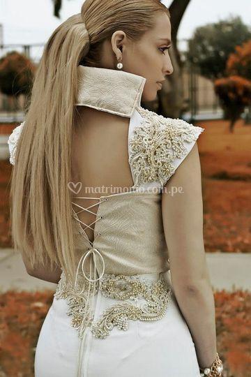 Bordado a mano en su vestido